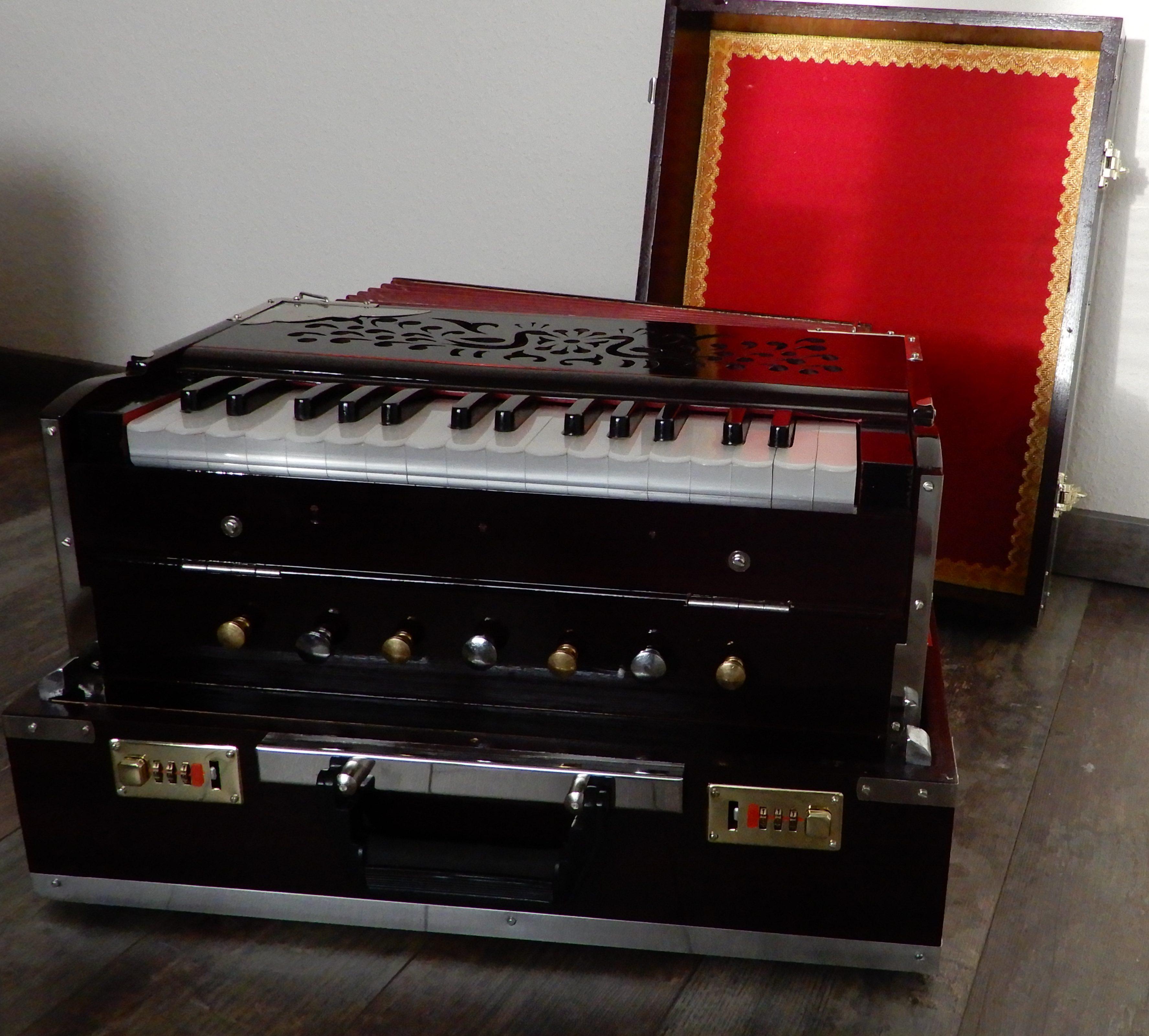 RJM 2R mini harmonium