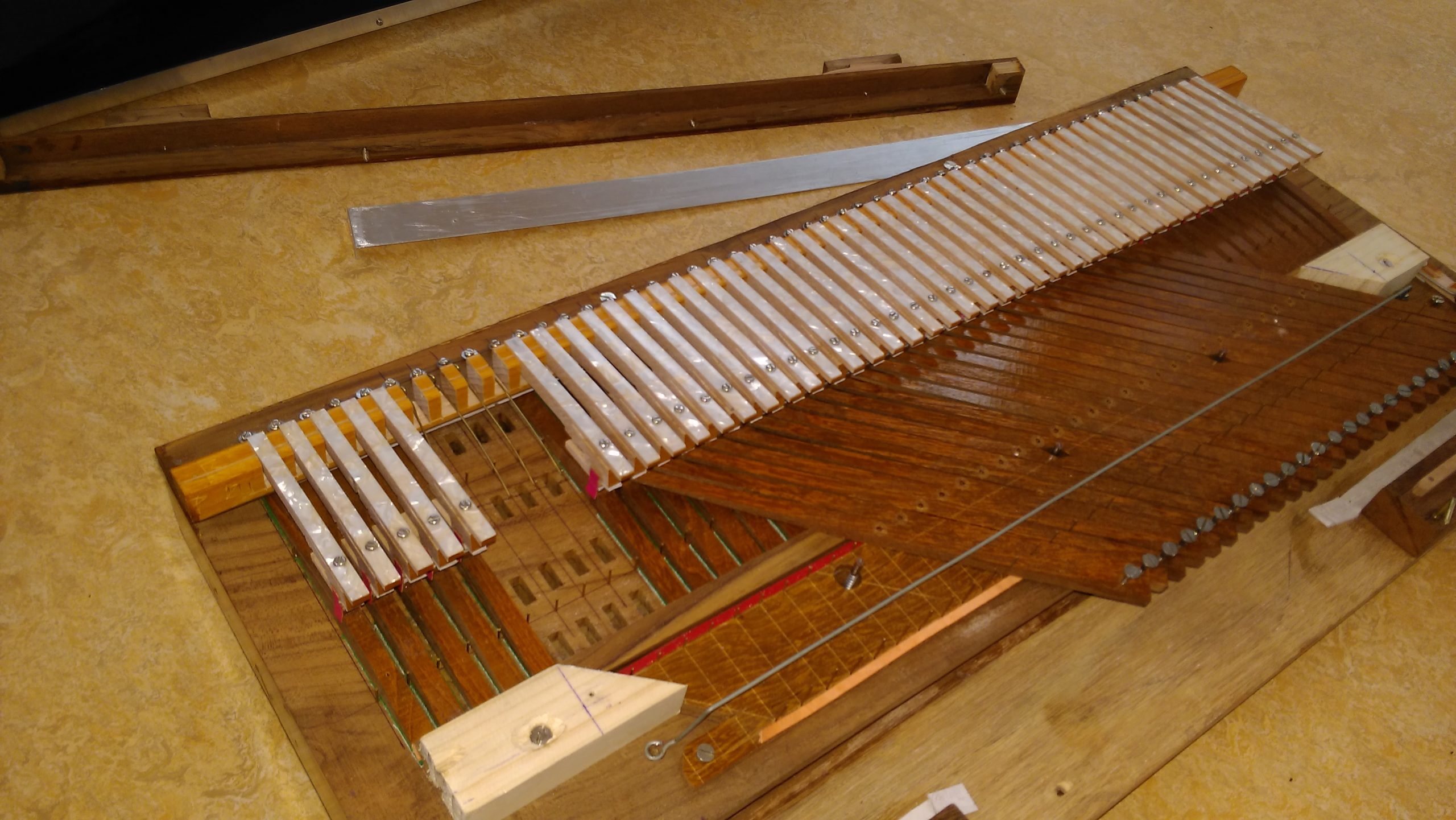 Stemmen, onderhoud & reparatie door Gauranga Indian Instruments